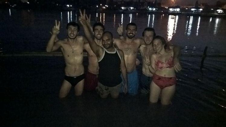 Baño en el Ganges con Couchsurfers