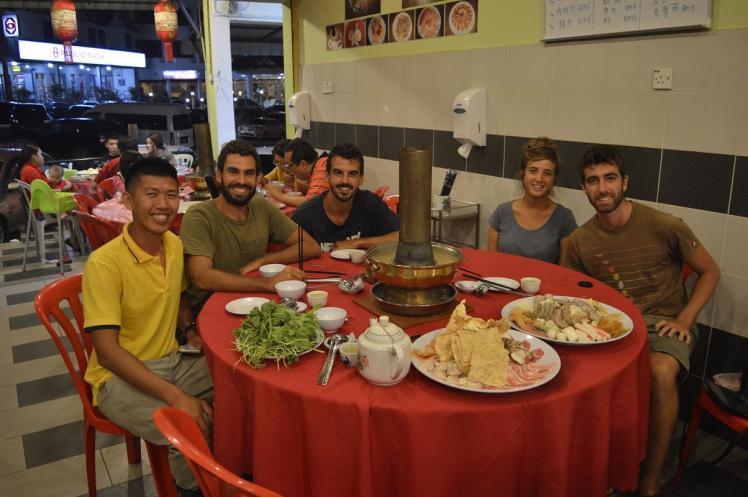 Cena con Kam Chuan