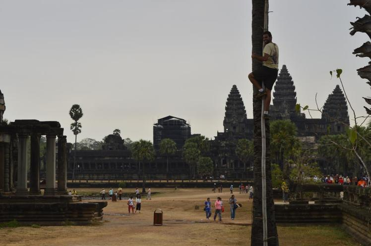 Emilio mono Angkor Wat